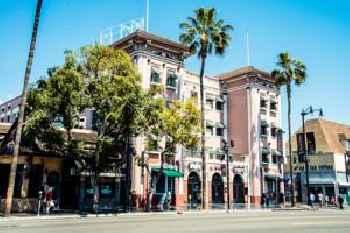 Hollywood Garden Apartment