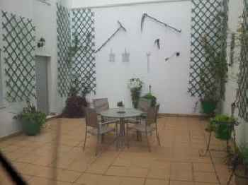 APARMENT IN HISTORICAL & COMMERCIAL CENTER 5minutes walking to the Alcazar 201