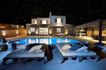 'Amazing Villa Darling Mykonos, 4-bedroom luxurious villa in Kanalia very near Mykonos Town up to 8 Guests. Only 150 meters from the sea.