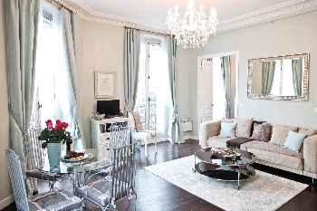 Classic 1 BR on the border of le Marais and the Montorgueil Quarter