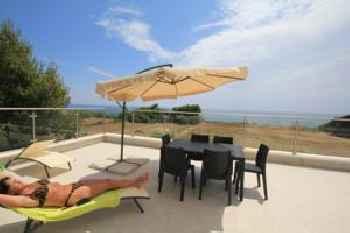 Holiday Beach Houses Nero D\'Avola