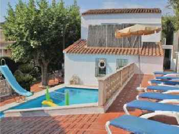 Three-Bedroom Holiday home Calella with an Outdoor Swimming Pool 08 220