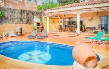 Three-Bedroom Holiday home Lloret de Mar 0 04 220