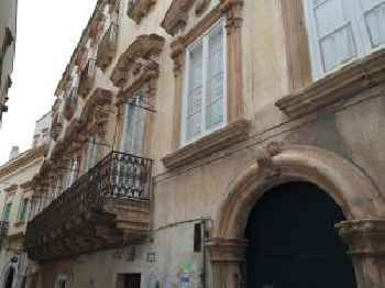 Palazzo Doxi Fontana 201