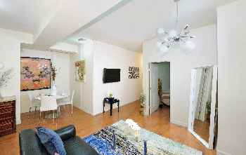 NYC Charming 3 Bed Red Wall Merriment 177