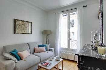 PerfectlyParis Parisian Gem sleeps 4