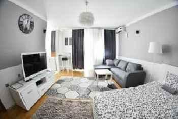 Madea Apartment 35 201