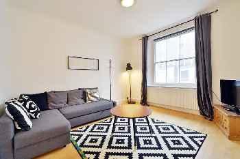 Quaint 3 bedroom garden flat in the heart of Camden Town.