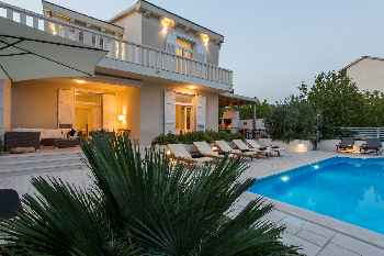 Luxury Villa Night and Day with Pool