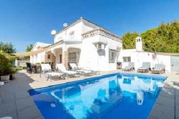 Empurialola Preciosa casa renovada con piscina en el centro y cerca playa 220