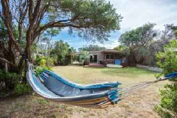 Tasman Surf House - so close to the beach 220
