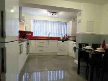 BOOK NOW - 5 Bed, 4 Bath HOUSE - Sleeps Upto 10 - Business Travelers & Families Welcome - Birmingham 220