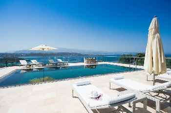 Luxurious Athena Seafront Villas, large pool a...