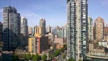 Charming studio downtown with skyline view