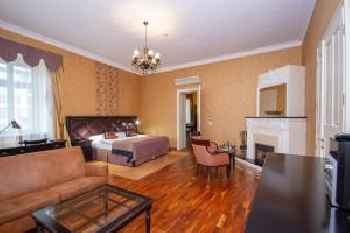 Luxury apartments in the historical building in the heart of Old Town 201