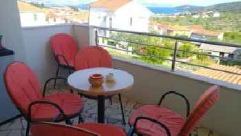 Apartment with 3 bedrooms in Slatine, with wonderful sea view, furnished garden and WiFi - 300 m from the beach 201
