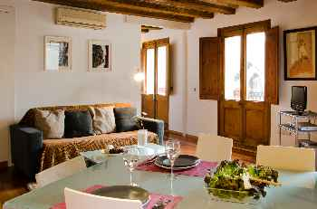 Ripoll White Rustic and elegant refurbished two bedroom apartment in the heart of the Gothic Quarters