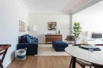 Elegant and bright apartment in Estoril 201