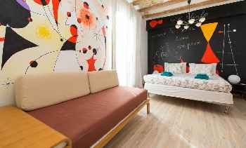 Pintor IV Big three bedroom apartment with a lovely roof terrace near the sea Old Town Barcelona