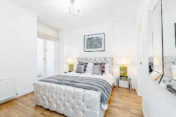 Professionally cleaned 2 bed, 2 bath with private entrance in Kensington