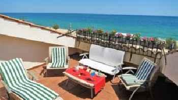 Yolanda Seaview & Beach Apartment 201