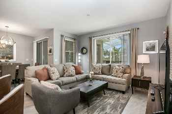 MODERN TOWNHOUSE IN CHAMPIONSGATE ORLANDO, 10 MINUTES FROM DISNEY