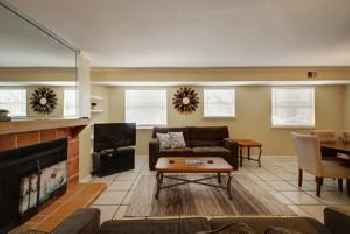 3 Bedroom Central Downtown Condo by AustinStays