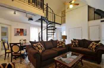 4 Bedroom Central Downtown Condo by AustinStays