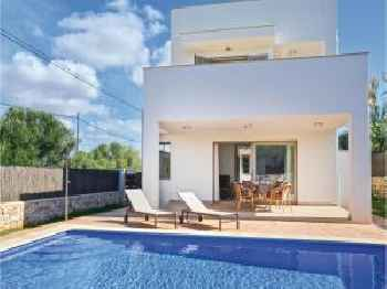 Two-Bedroom Holiday Home in Cala Llombards 220