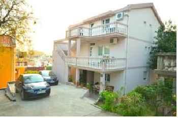 Apartments Čenić 201