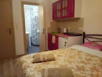 Comfortable inexpensive apartmets near metro 201