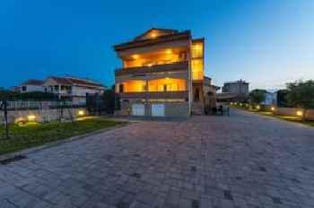 Apartments Škara 201