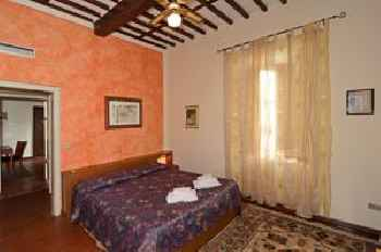 Tuscan Sun Holiday Apartments 201
