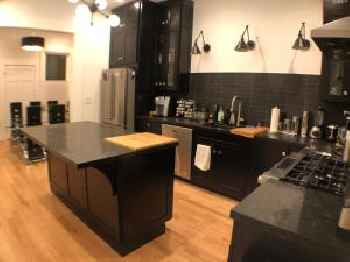 3BR/2BA Remodeled flat in Heart of Castro 220