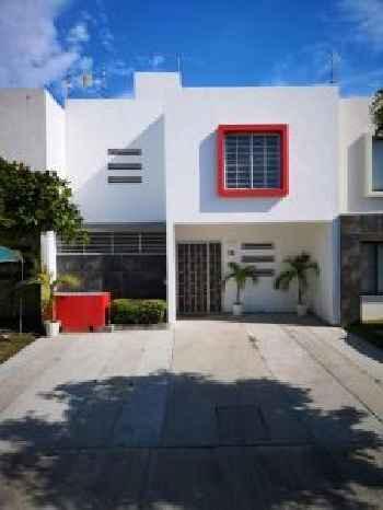 Hermosa, cálida y espaciosa Casa en Fraccionamiento Privado 220