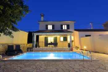 Villa with 2 bedrooms in Kanfanar with wonderful sea view private pool enclosed garden 10 km from the beach 213