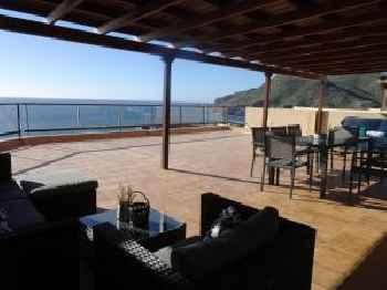 Gran terraza con espectaculares vistas al mar 201