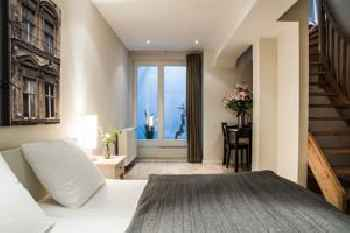 Schoenhouse Apartments 201