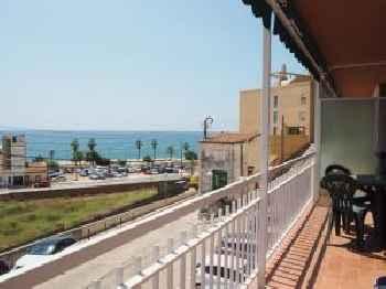 Apartamento con balcón y vistas al mar. 2min playa 201