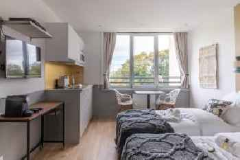 Superb Studio in The Heart of Issy-les-Moulineaux 201