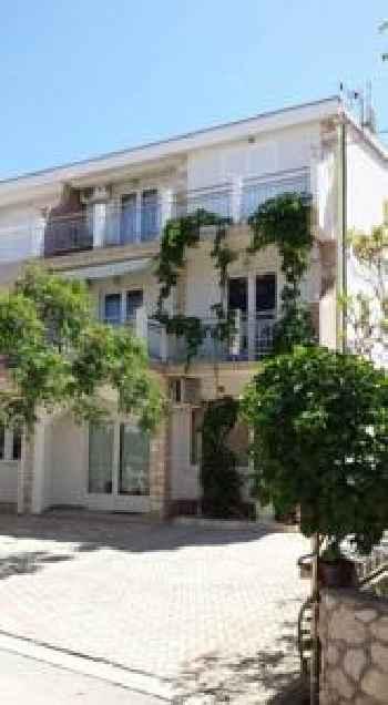 Apartments Ivi 201