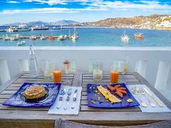'Chora Star, Waterfront in Mykonos Town 3 Bedrooms up to 8 Guests. The amazing location of Mykonos Star is right on the facade of Mykonos Town